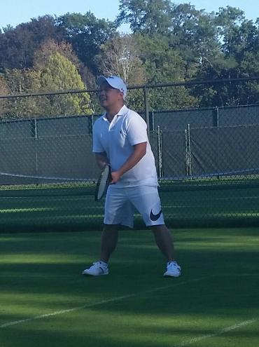 Attorney Virgilio Ong getting ready to return a serve!